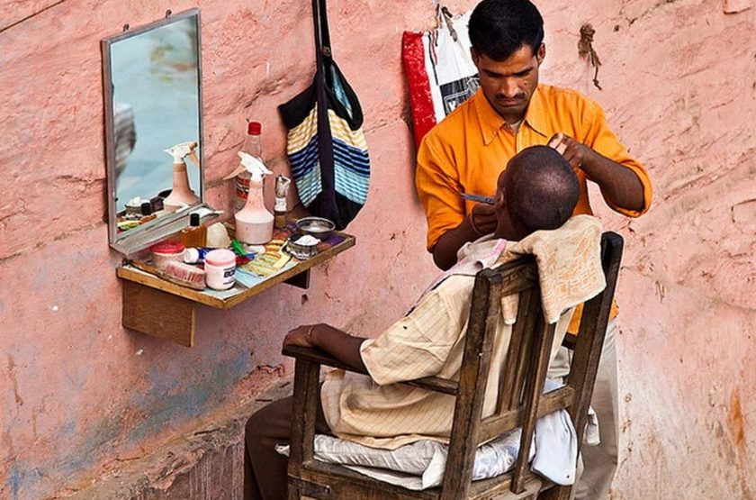 Bénares, barbier, Inde