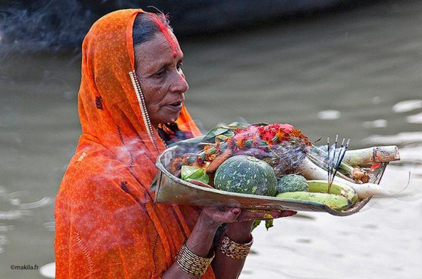 Offrande au Gange, Varanasi, Inde