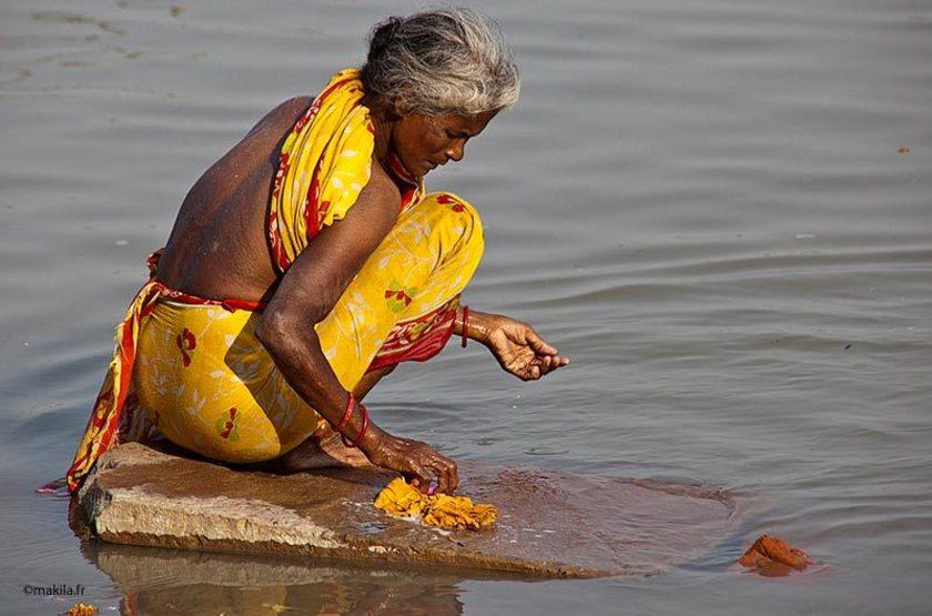 Le Gange, fleuve sacré, offrande, Inde