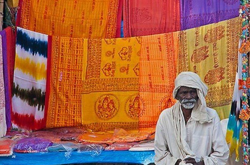 Vendeur de saris, Rajasthan, Inde