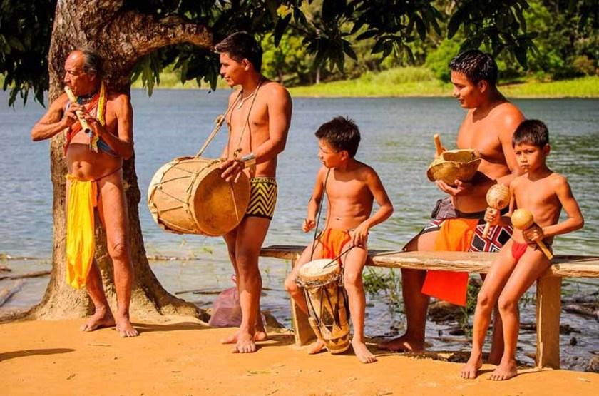 Musiciens d'un village Embera, Panama