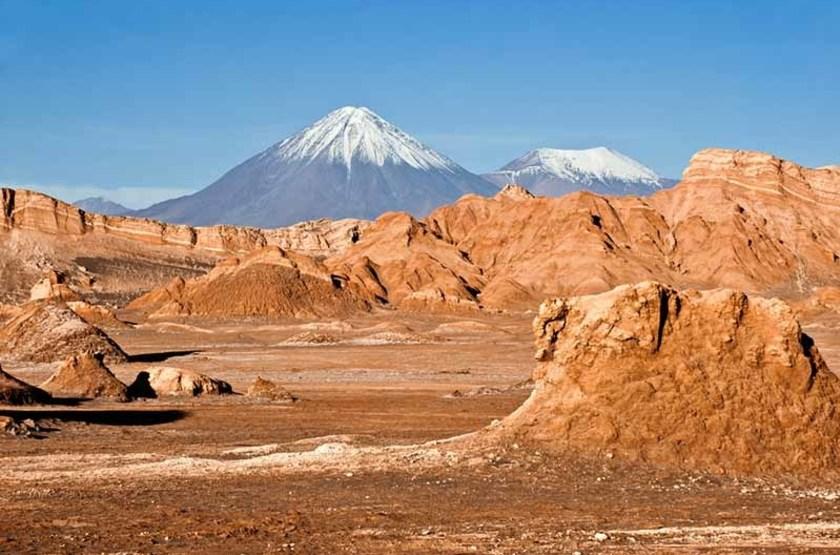 Volcans Licancabur et Juriques, Vallée de la Lune, désert d'Atacama