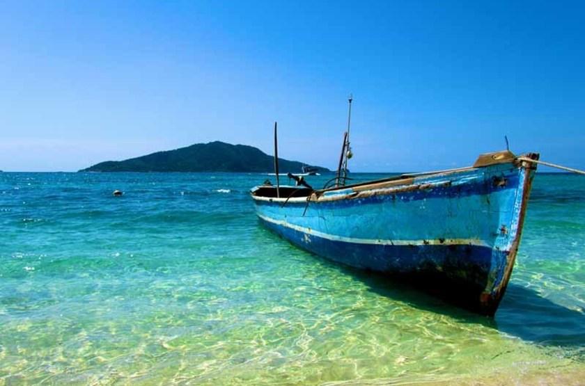 Bateau sur les rivages d'une île, Honduras
