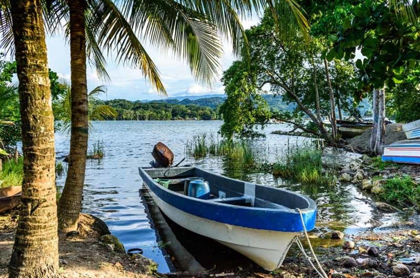 Bateau au bord du Rio Dulce, Linvingston, Guatemala