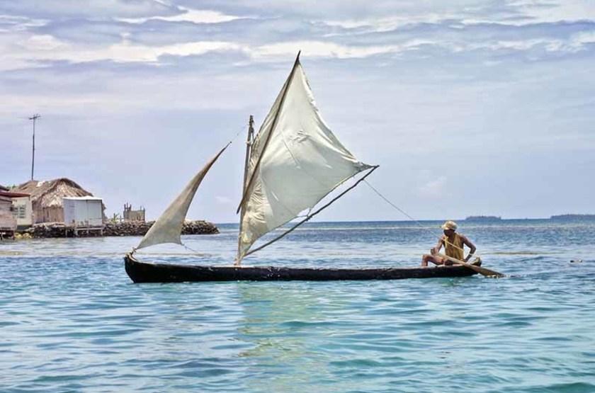 Bateau Kuna dans les îles San Blas, Panama