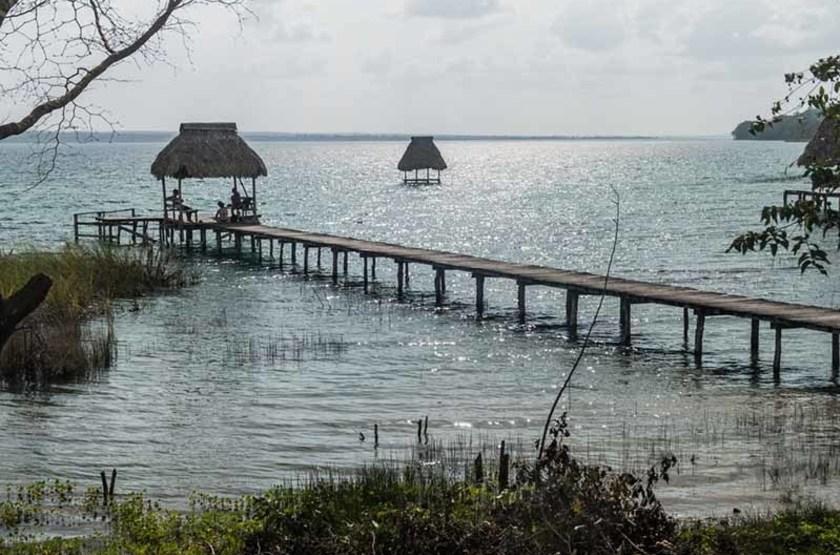 Hutte sur le lac Peten Itza, Guatemala