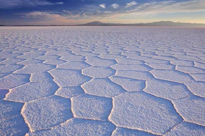 Plaines Salines d'Uyuni au lever du soleil, Bolivie