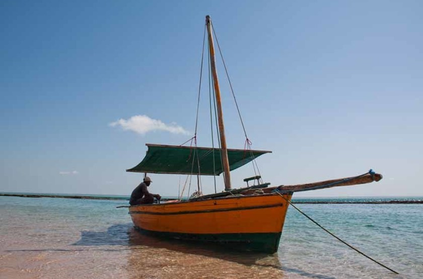 Bateau dans l'archipel des Bazarutos, Mozambique