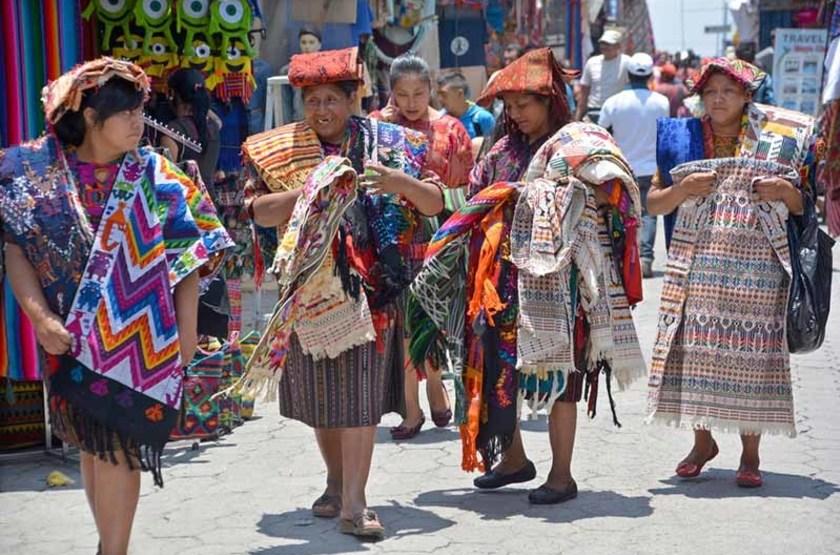 Femmes sur le marché de Chichicastenango, Guatemala