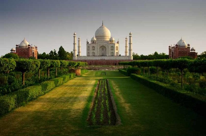 Taj Mahal vu depuis les jardins
