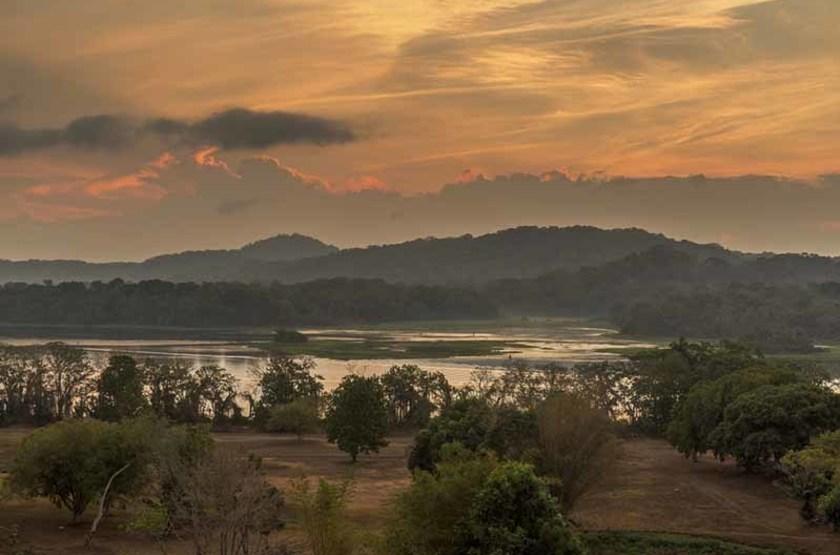 Lever de soleil sur le fleuve Rio Chagres, Panama