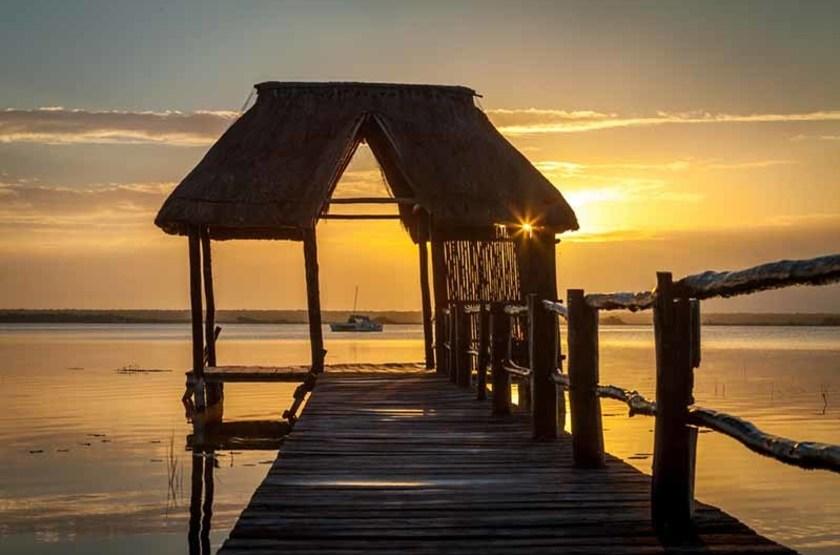 Coucher de soleil sur la lagune Bacalar, Mexique