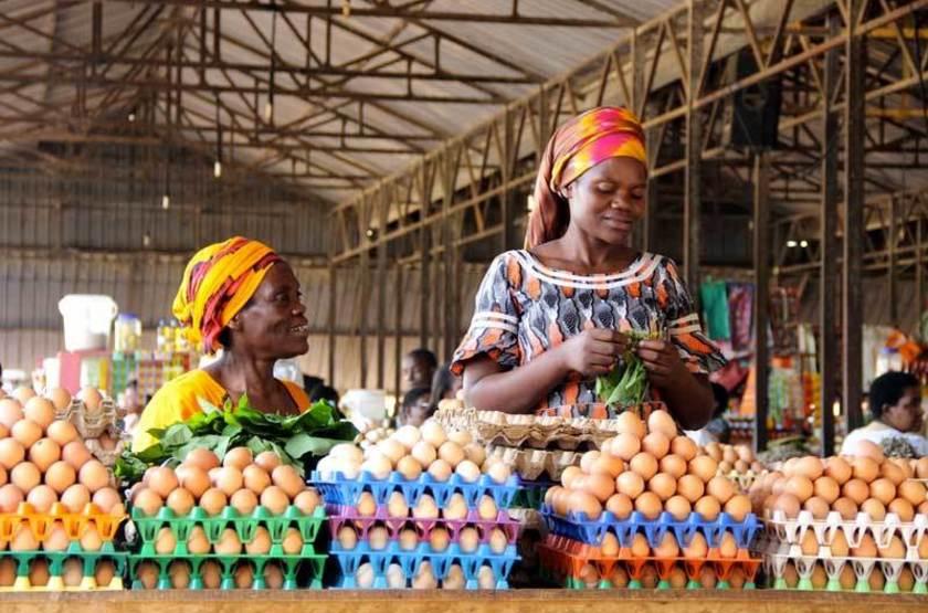 Marchande d'oeufs sur le marché de Kimironko, Rwanda