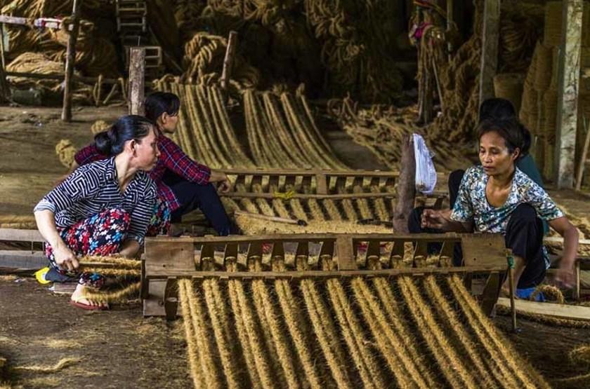 Tissage de la fibre de noix de coco, Ben Tre, Vietnam