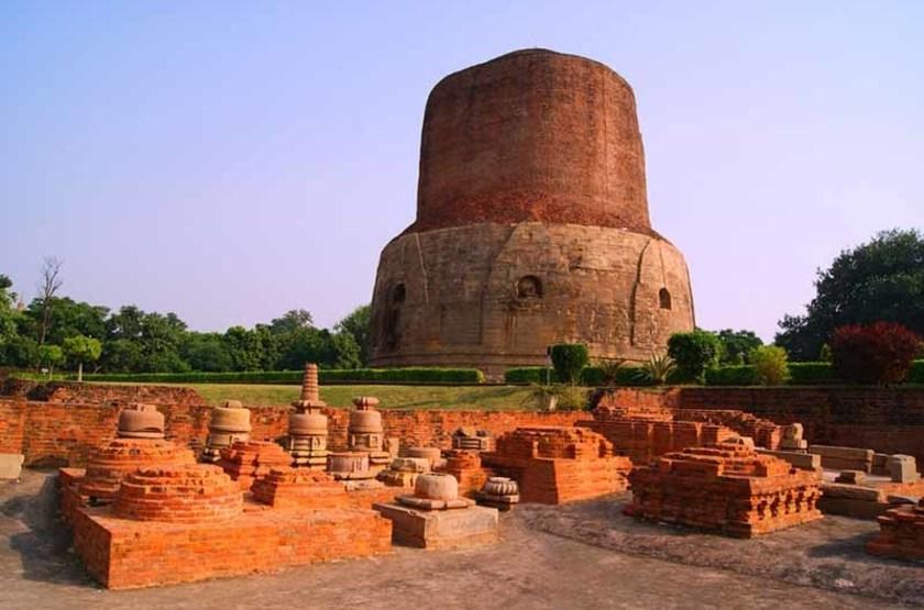 Temple Panchayatana de la cité bouddhiste de Sarnath, Inde