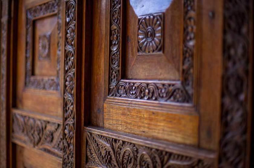 Porte en bois traditionnelle, Stone Town, Zanzibar