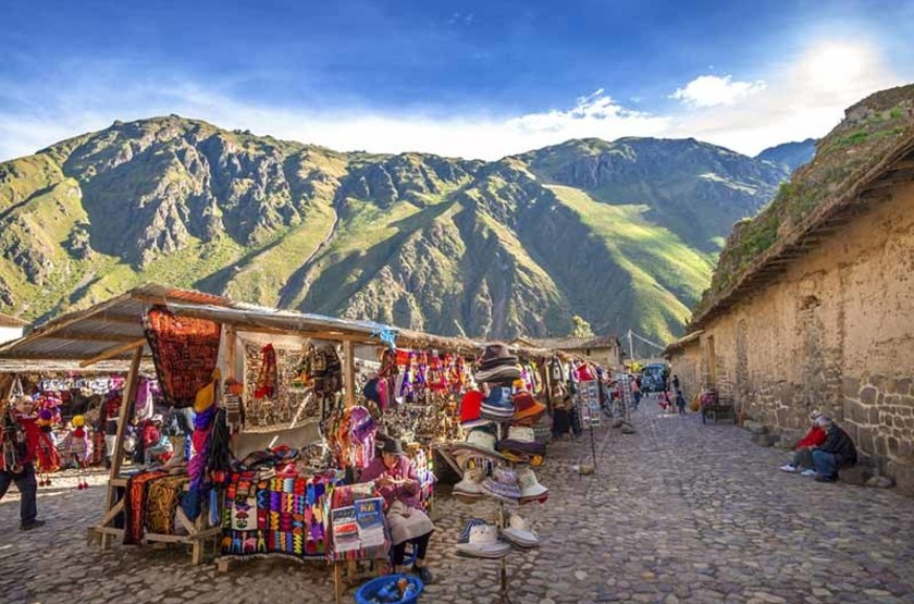 Marché et forteresse Inca à Ollantaytambo, Pérou
