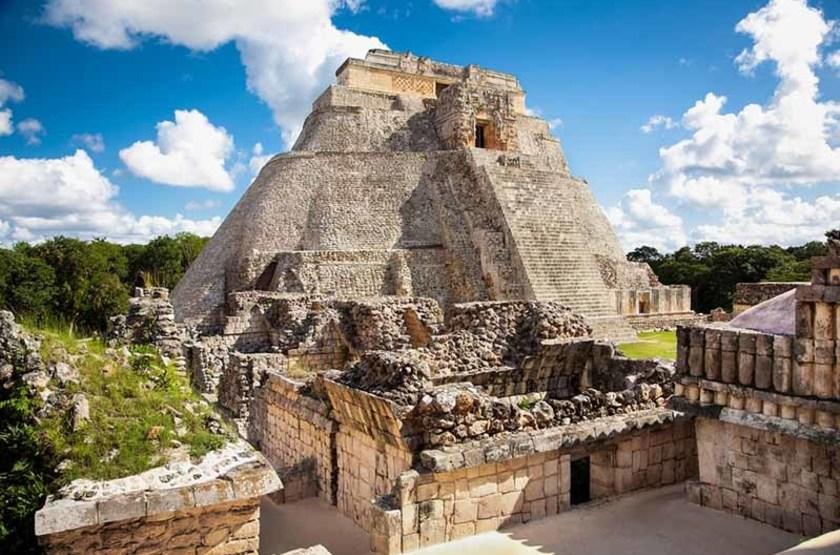 Pyramide du Magicien, Uxmal, Mexique